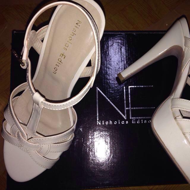 nicholas edison white heels