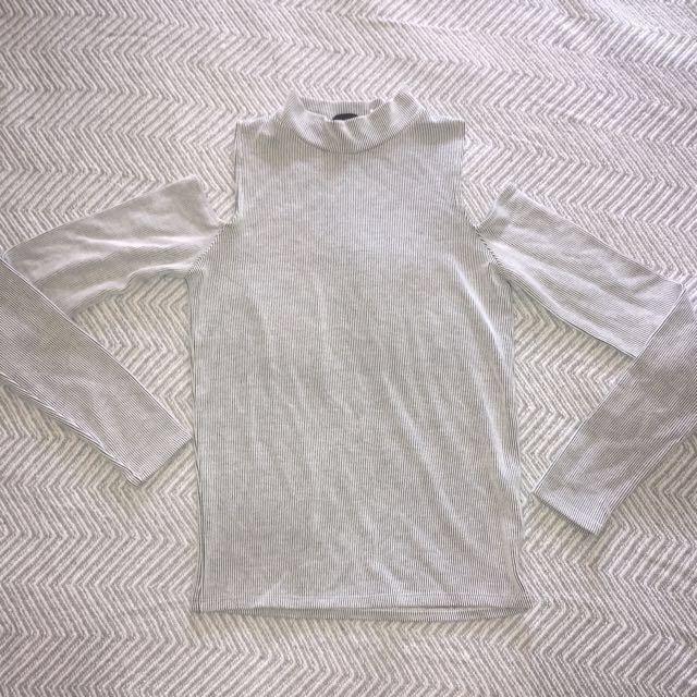 Off shoulder long sleeve size 8
