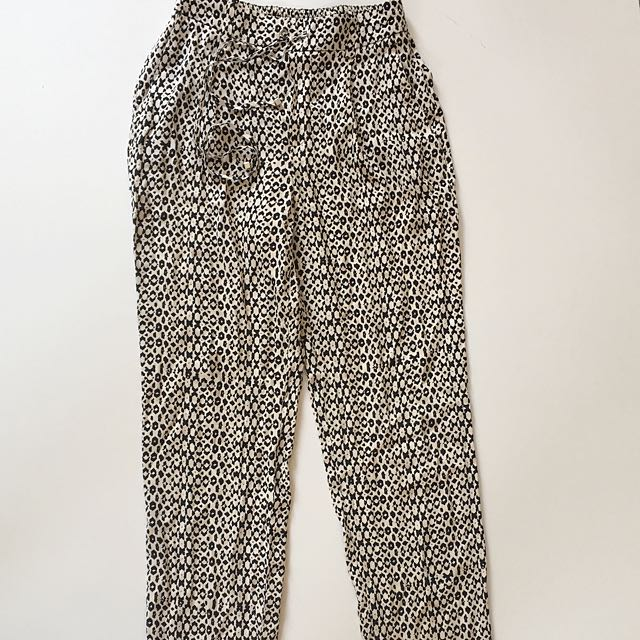 Zara back and white pattern straight leg pants size XS