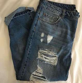 Forever21 ripped boyfriend jeans size 30