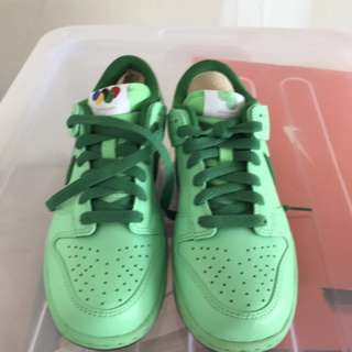 Brand New Nike Women's air dunk running shoes - size 5.5