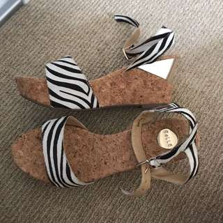 Zebra pattern heel