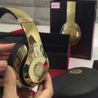 Limited Edition Gold Beats Studio Wireless+pill