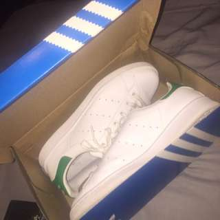 white and green adidas stan smiths