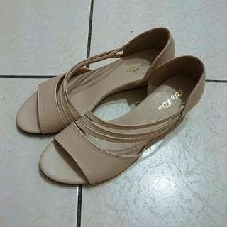 🚚 米白楔型涼鞋 台灣製 39=24.5cm