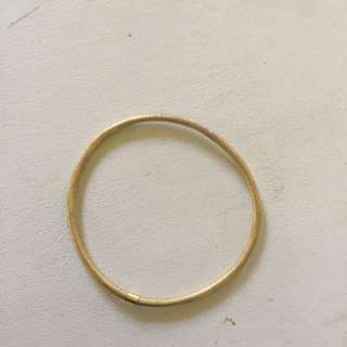 9ct gold textured bangle