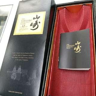 山崎12年日威禮盒連小册子吉盒一個。