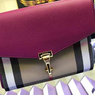 Burberry lady sling beg