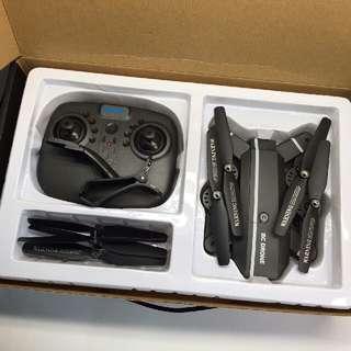 人氣熱勢初級入門升級版摺疊形無人機 RC DRONE 8870W 廣角鏡720p 航拍機