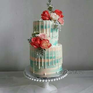 Wedding cake with clean fresh flowers