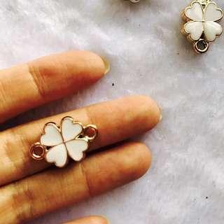 White four leaf clover pendant charm 5 per pack