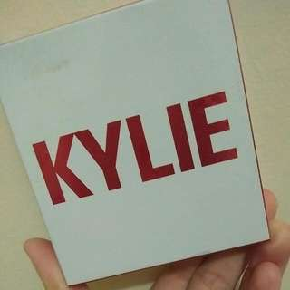 (NEGO) Kylie Cosmetics - Limited Edition Birthday Collection - Kiss Me