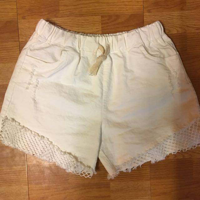 白色鬆緊彈性短褲