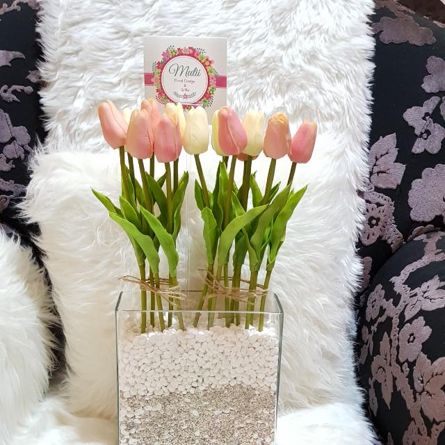 Artificial flower pink tulips