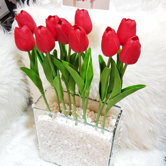 Artificial flower red tulips