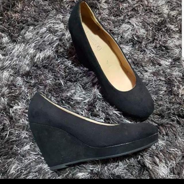 Black wedges size 6