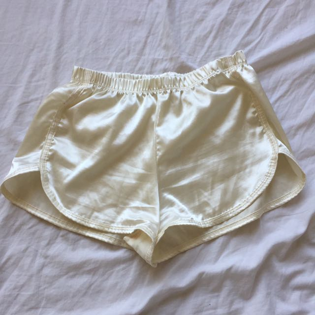 Brandy Melville Lisette silk short in cream