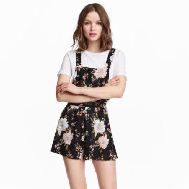 2387a67b101 H M black floral overalls