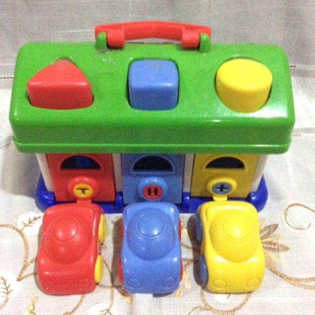 House Set: Shapes with Cars (Keys on top missing)