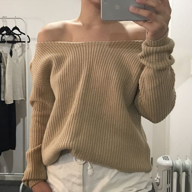 Lioness off the shoulder jumper