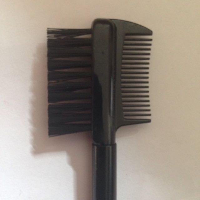 Mac eyebrow comb brush