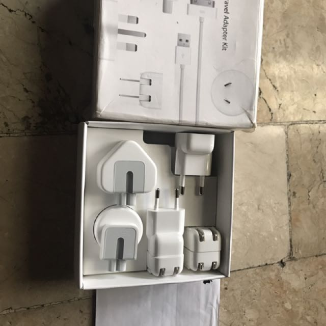 Original Apple world travel adapter kit