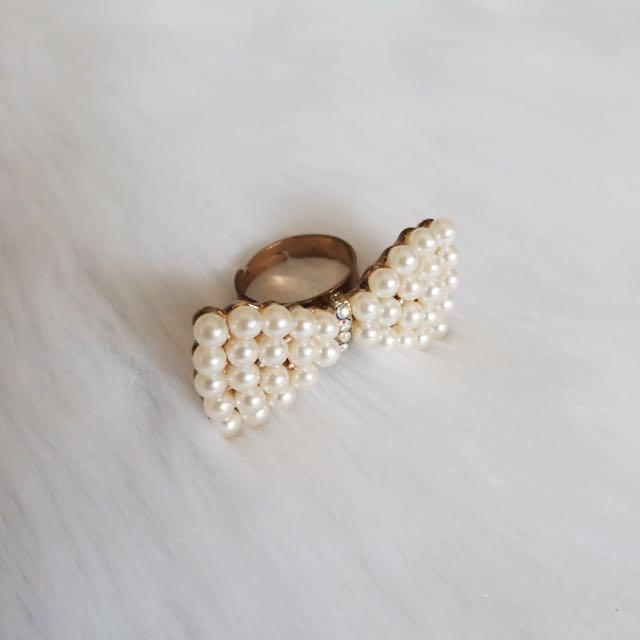 Pearl Bow Classy Ring