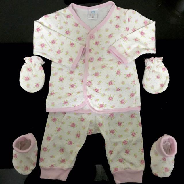 Pipiniko NB Sleeping Suits