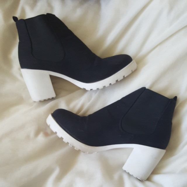 Sale! Contrast Heeled Chelsea Boot