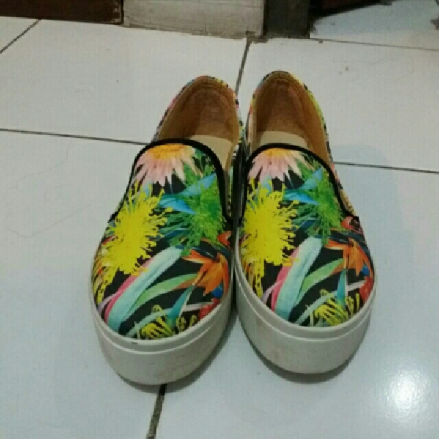 Sepatu Slip On Flower Abstrak