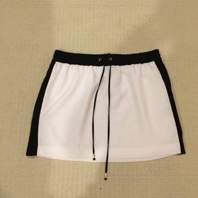 Size M - EXPRESS Sporty Skirt