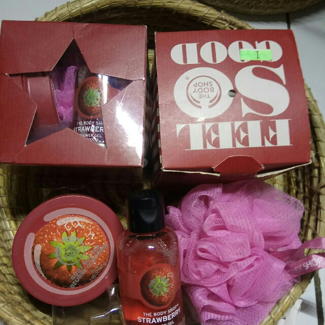 THE BODY SHOP STRAWBERRY GIFT CUBE