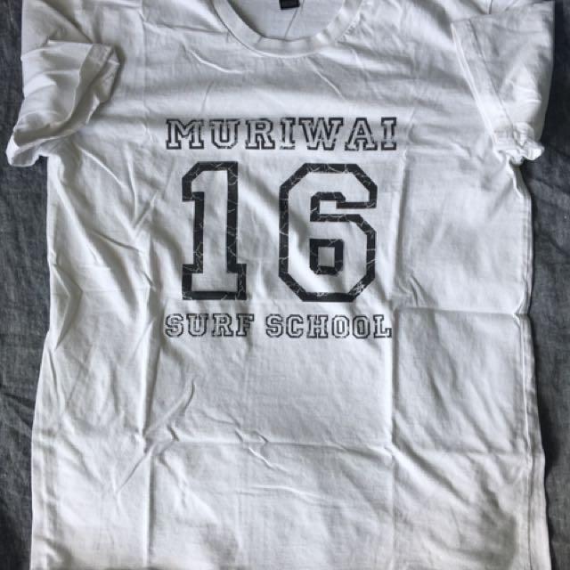 T-shirt size L