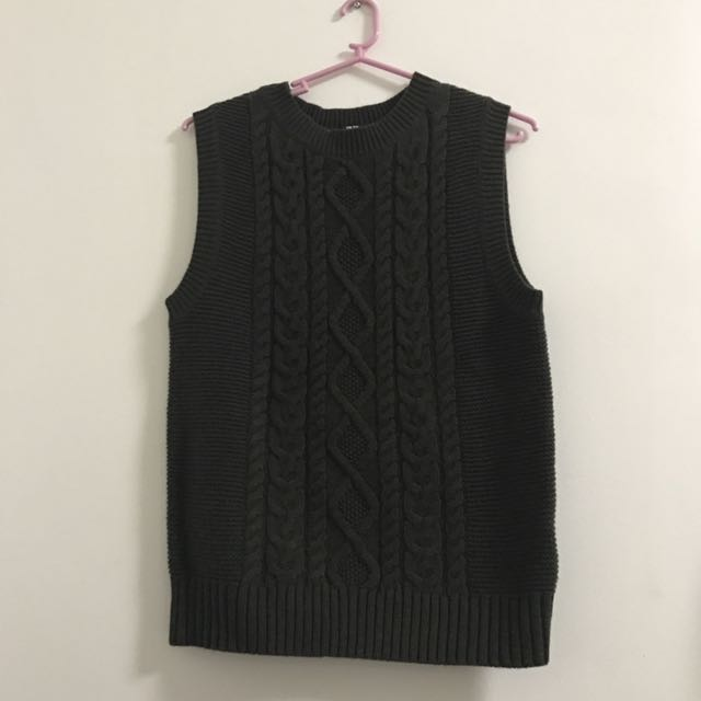 Uniqlo Sleeveless Sweater