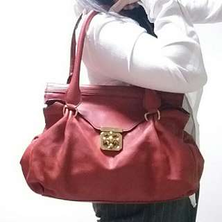 Auth and 85%new Chloe red turnlock shoulder bag
