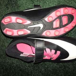Girls Sz 10 soccer cleats