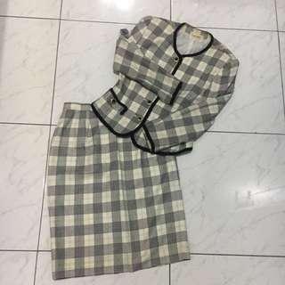 Setelan baju dan rok