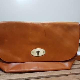 Ni-qua Leather messenger bag, tan