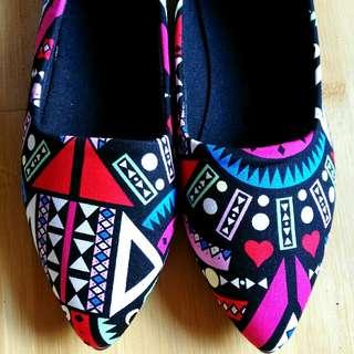 全新平底鞋39碼25.5cm,未著過,鞋底有少許出廠時塗膠。
