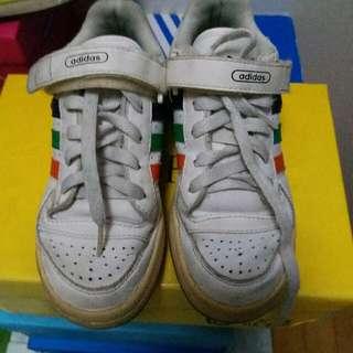 adidas 31.5碼白運動鞋