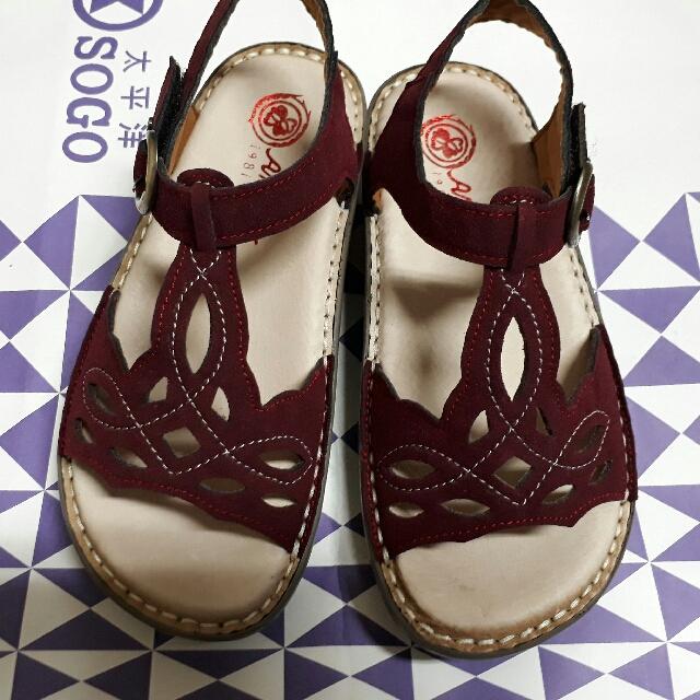 全新 暗紅色手工涼鞋
