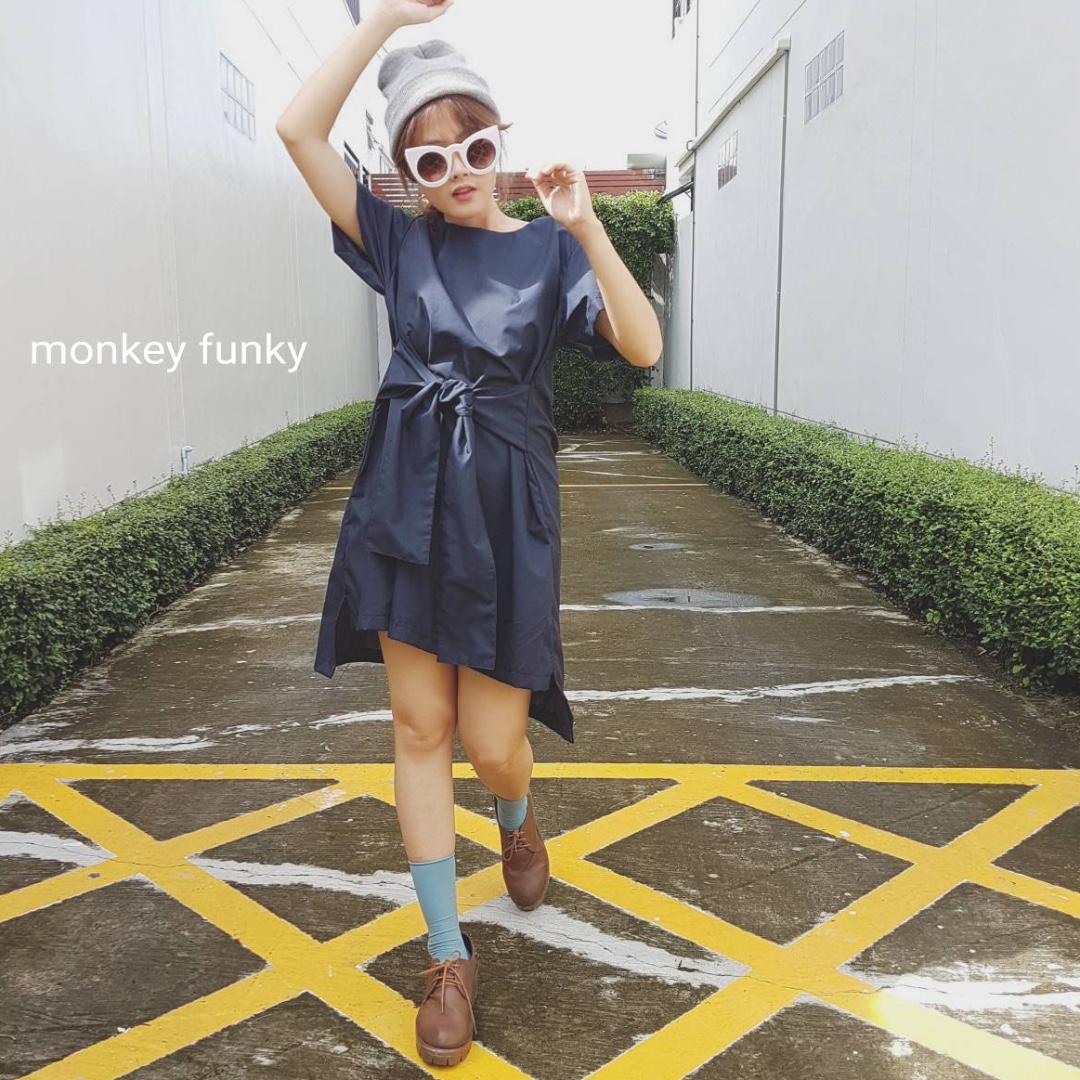 (現貨) 泰國設計師品牌 Monkey Funky-前綁帶清新質感短洋裝  深藍/格子
