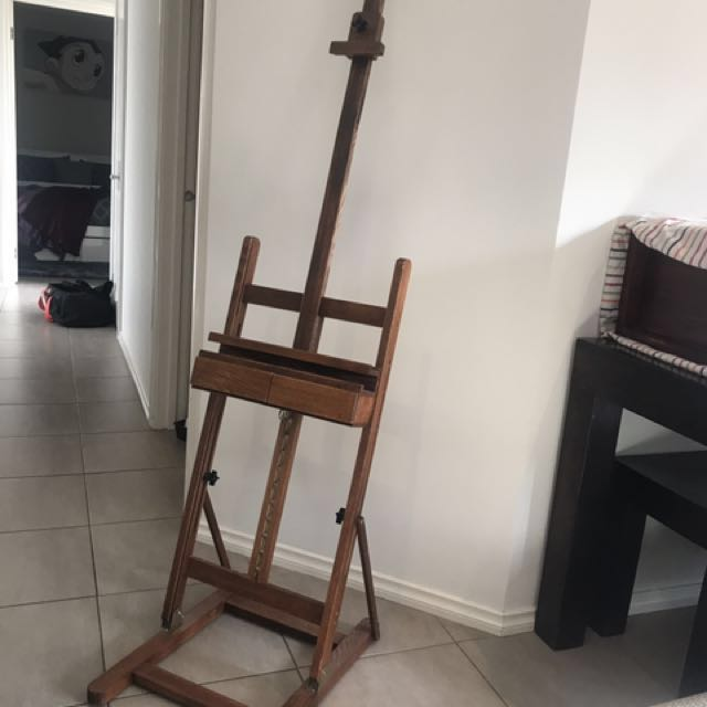 Adjustable easel, brushes and paints the lot