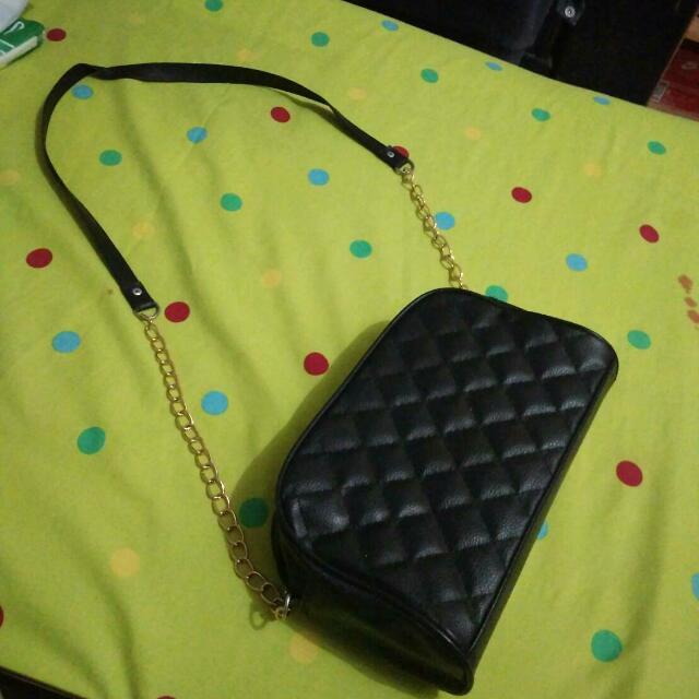 Black Chain Slingbag