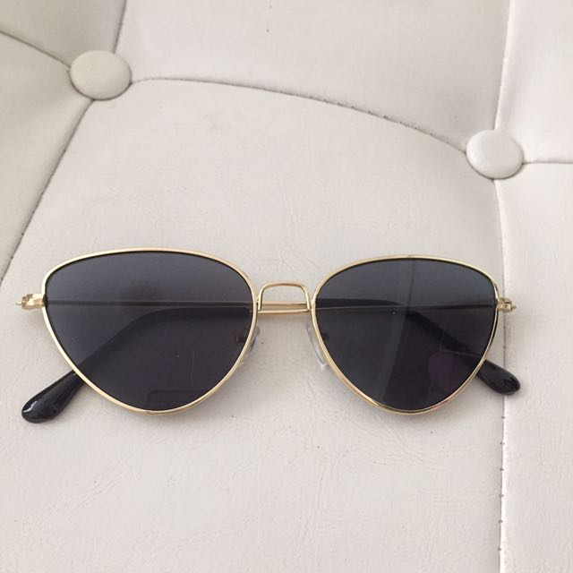 Cat eye black & gold sunnies