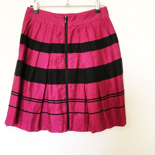 Cue in the city pink and black high waisted skirt