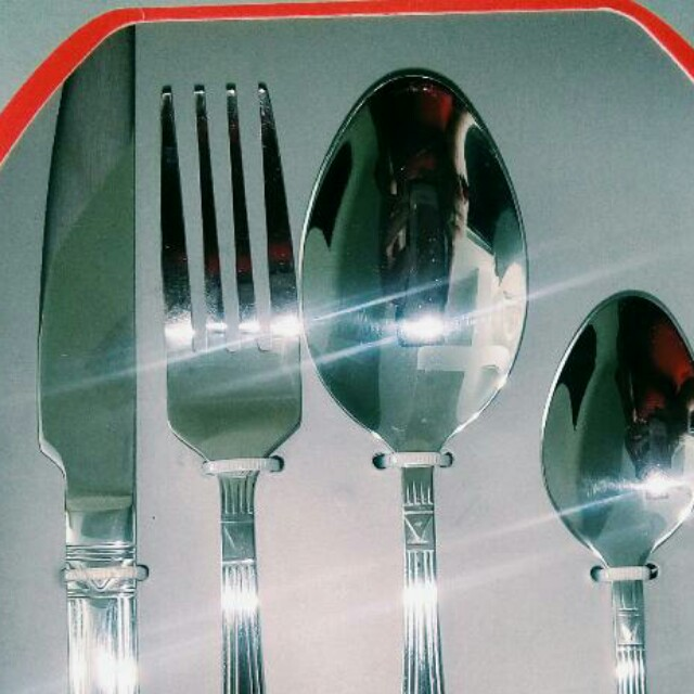 Dinner Essentials: knife, fork, spoon, small spoon (service for 4)