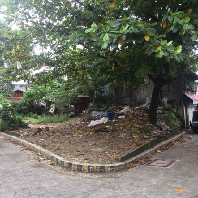 For sale corner lot at sauyo road 203 sq meter clean title..maganda pagawaan ng apartment..