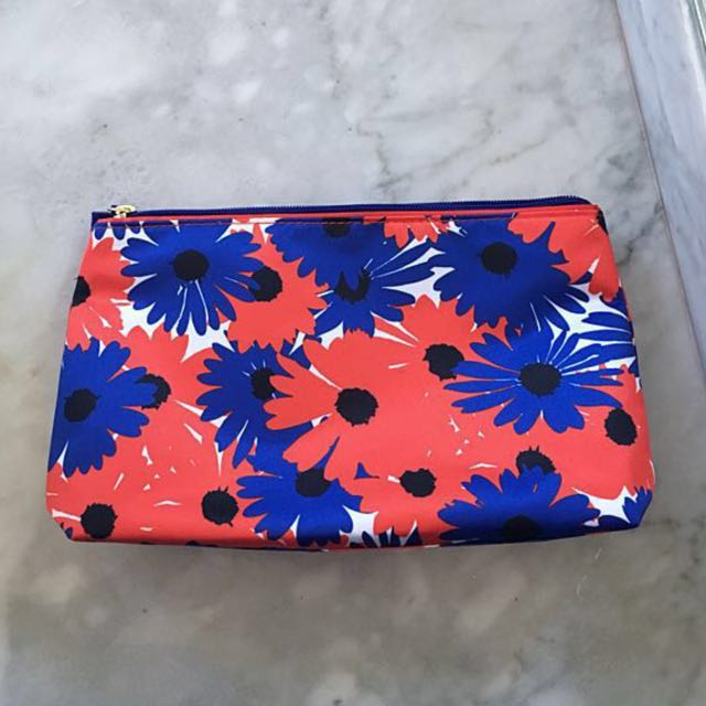 FREE makeup bag from Estée Lauder for $30 purchases and up