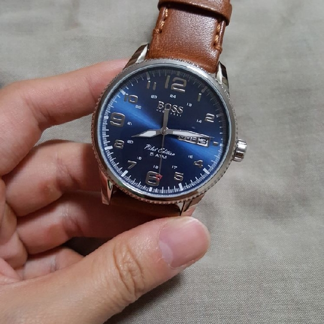 07f93a27a HUGO BOSS BLUE DIAL PILOT WATCH, Men's Fashion, Watches on Carousell
